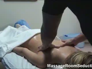 masaj penis de către blonde)