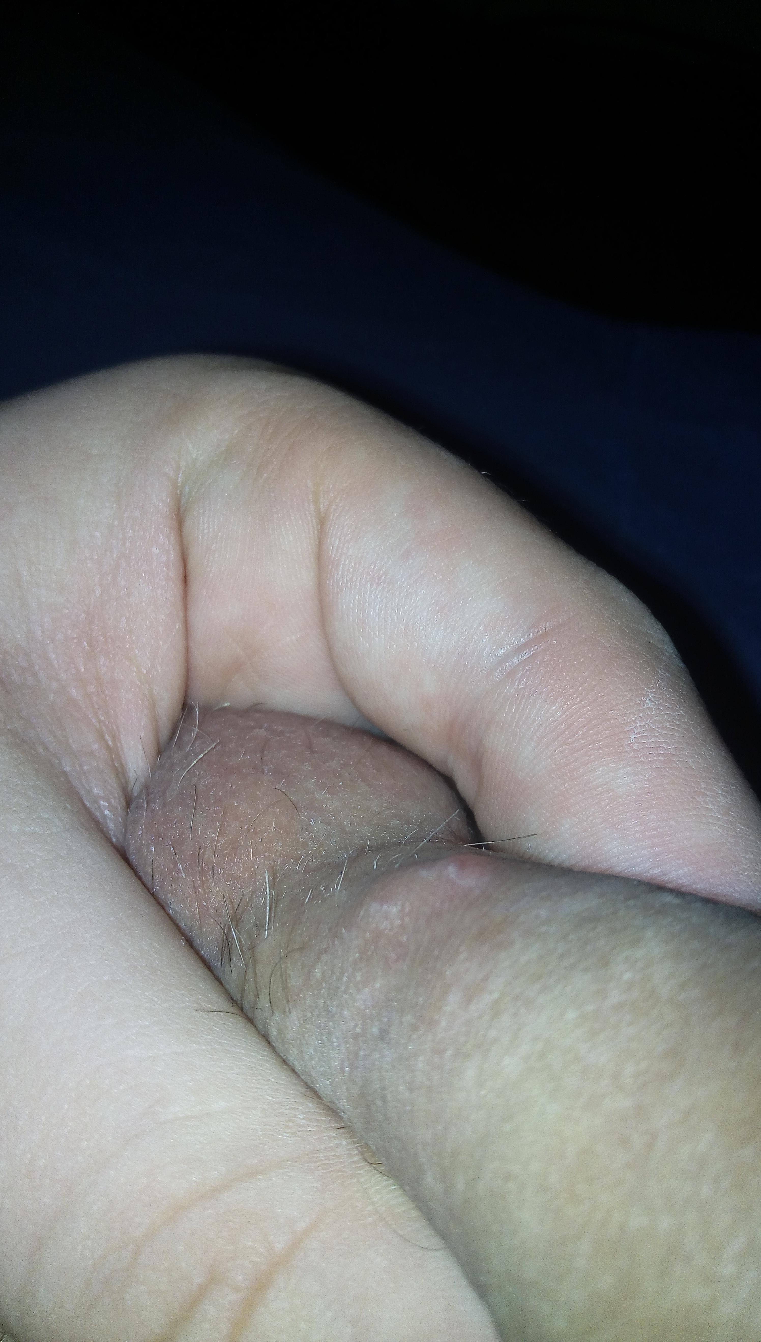 erecție puternică și lungă cu un penis mic