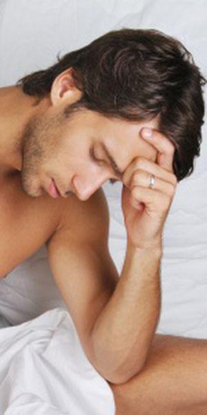 bărbați în timpul erecției tânărul are un penis mare