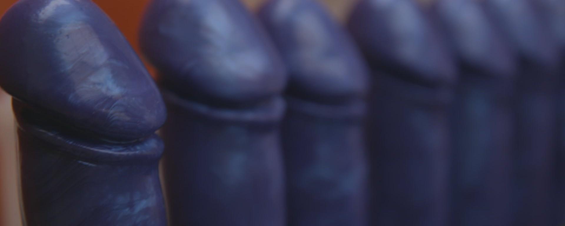 Capricii absurde: Penisul umflat si urechile de elf (Galerie foto)