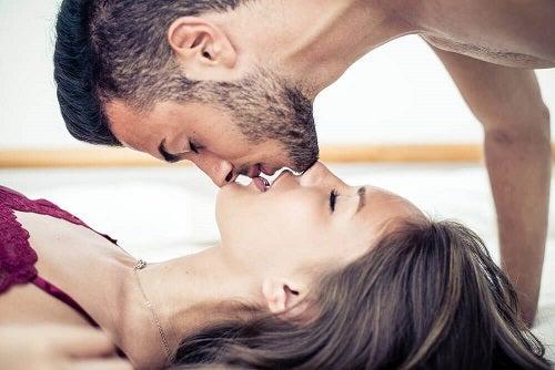 cum să excitați o fată la o erecție twerk pe penis