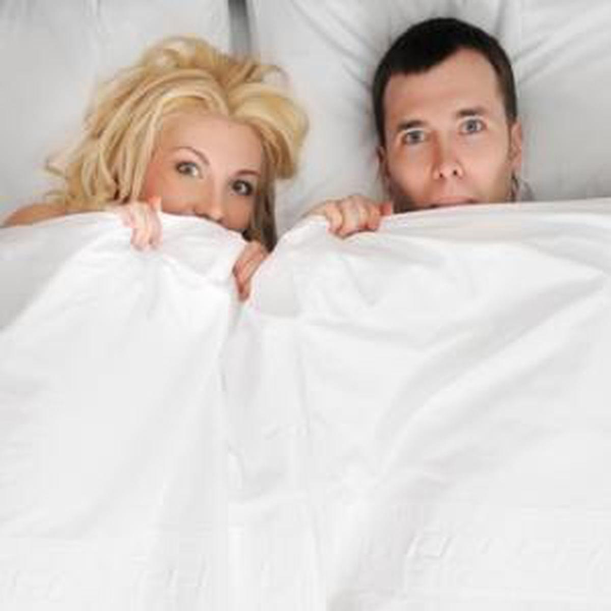 8 moduri în care femeile îi intimidează pe bărbaţi în pat