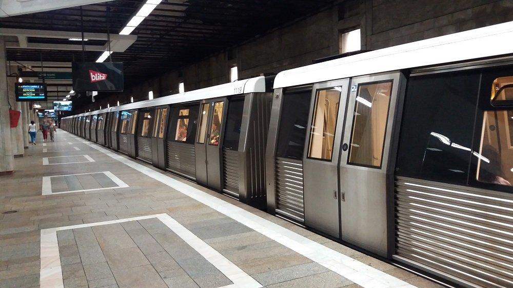A început scoaterea metroului blocat în depoul Metrorex din Berceni - iasiservicii.ro